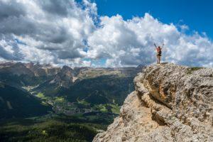 山の頂上を制する