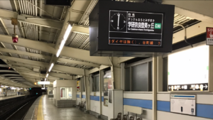 朝6時の九条駅
